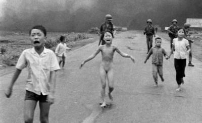 Τό 9χρονο κοριτσάκι από τό Βιετνάμ, ή Κίμ Φούκ Φάν Τί, έγινε γυναίκα, παντρεύτηκε καί έχει παιδιά.